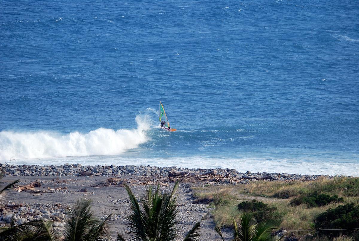 windsurfing-Taiwan-Jinzun-Point-cutback
