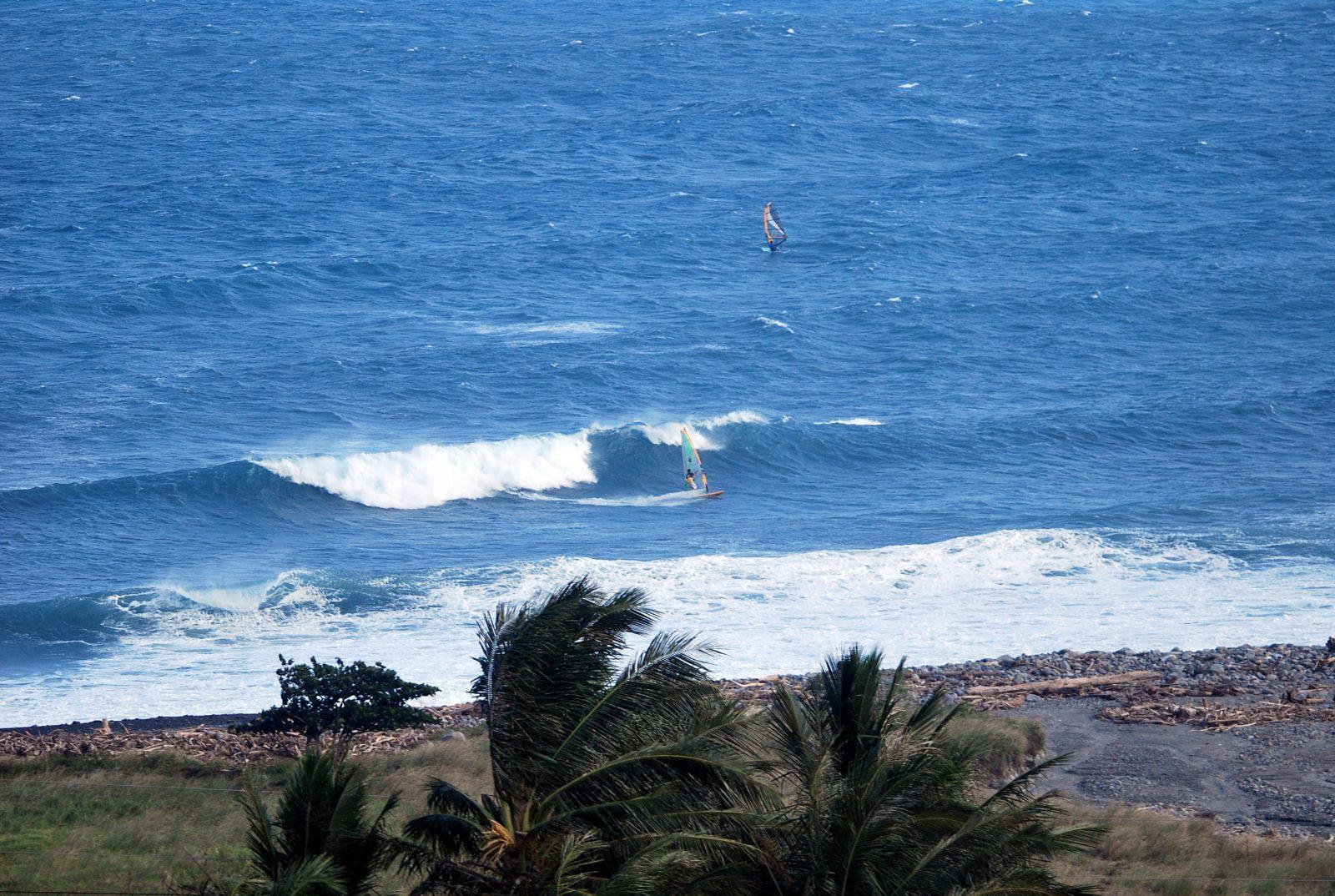 windsurfing-Taiwan-Jinzun-Point-bottom-turn-e1465092722794