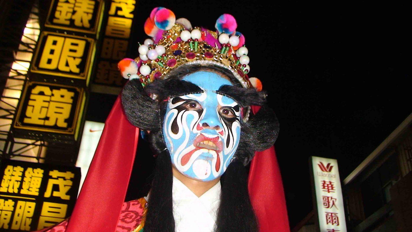 wagaligong-surf-hostel-dulan-lantern-festival-e1465020205620