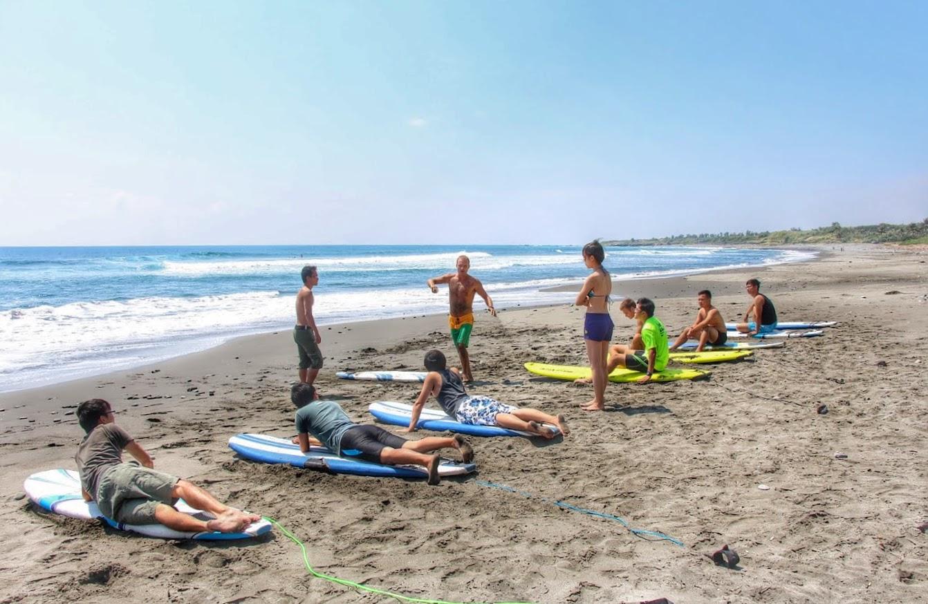 Surf-Lessons-Taiwan-Taitung-Dulan-WaGaLiGong-Surf-Hostel_Dulan-Beach7