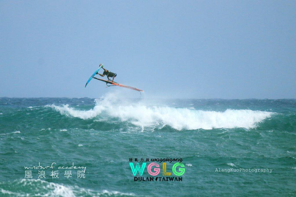 WaGaLiGong Dulan Surf/SUP House & Bar 哇軋力共都蘭衝浪:立槳:酒吧Windsurf Taiwan Taitung Dulan
