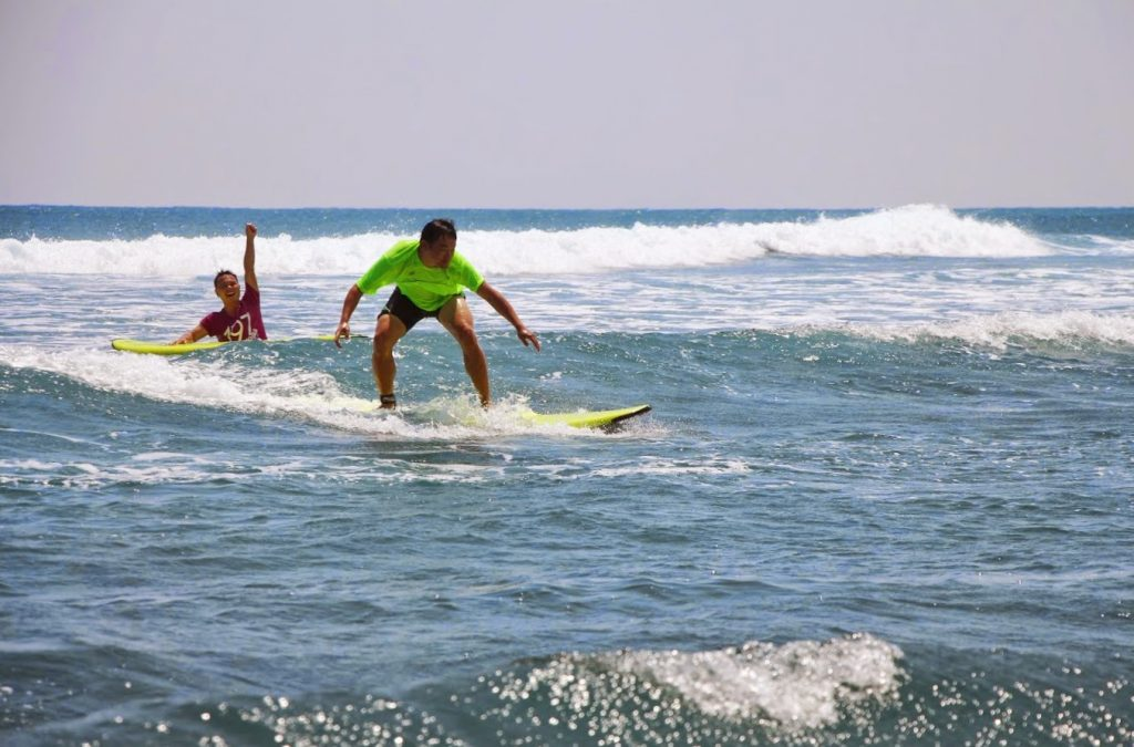 Surf Lessons - WaGaLiGong Dulan Surf & SUP House & Bar 哇軋力共都蘭衝浪/立槳/酒吧 Taiwan Taitung Dulan