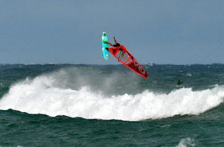 Windsurf Taiwan Dulan - WaGaLiGong Dulan Surf & SUP House & Bar 哇軋力共都蘭衝浪/立槳/酒吧 Taiwan Taitung Dulan