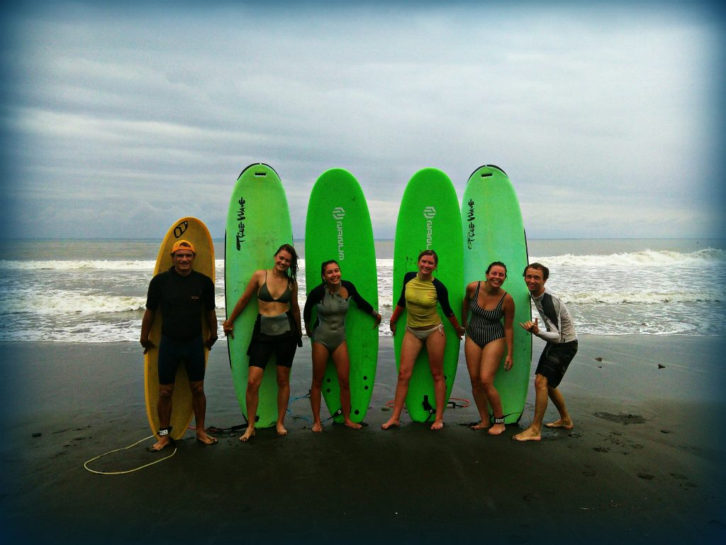 Surf School - WaGaLiGong Dulan Surf & SUP House & Bar 哇軋力共都蘭衝浪/立槳/酒吧 Taiwan Taitung Dulan